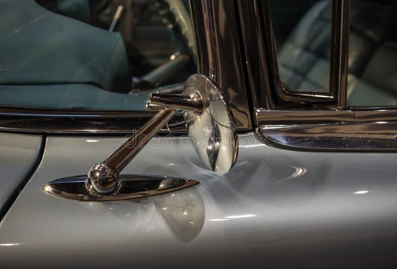 Часть старого автомобиля в ретро стиле стоковые изображения