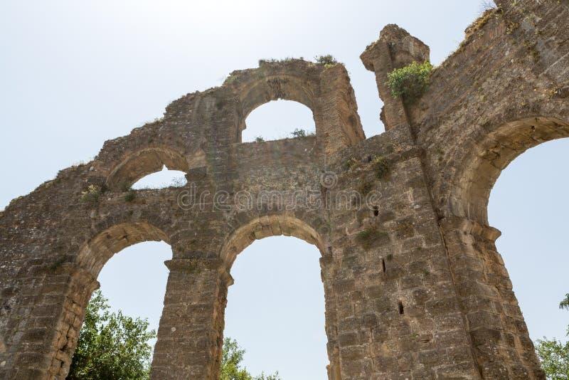Часть старого мост-водовода в Aspendos стоковые изображения rf