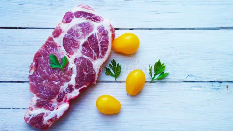 Часть сырого мяса стоковые фотографии rf