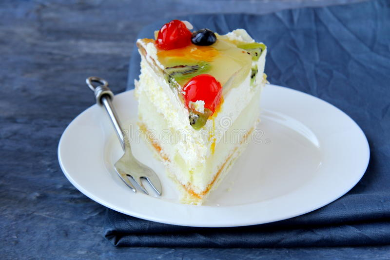 часть торта довольно вкусная стоковая фотография