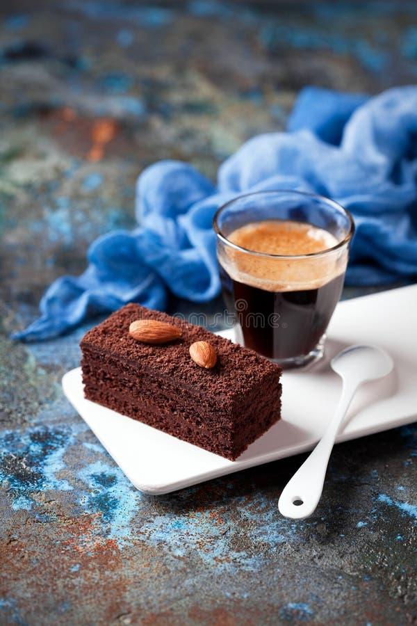 Часть торта и кофе шоколада стоковые фото