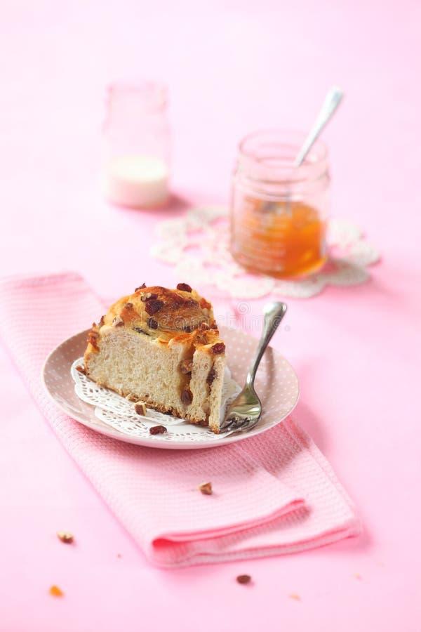 Часть торта крена марципана стоковое фото rf