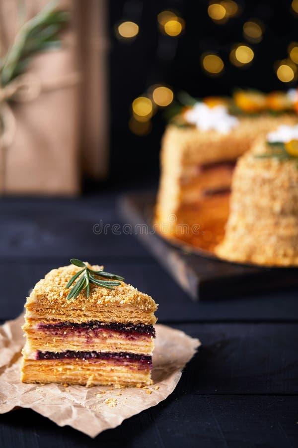 Download Часть торта меда рождества стоковое изображение. изображение насчитывающей украшение - 106425875
