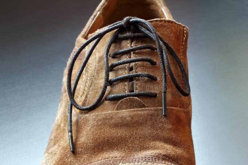 Часть close-up ботинка коричневого цвета mens. стоковые фотографии rf