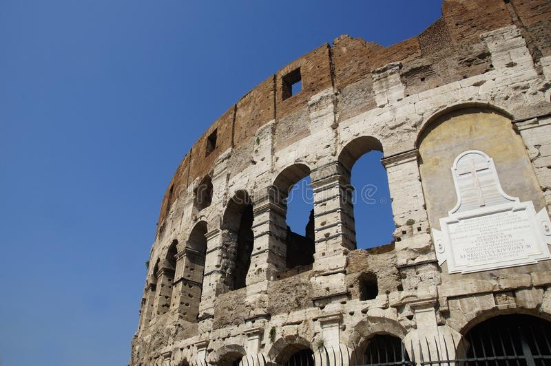 Часть Colosseum, Рим, Италия, лето стоковые изображения rf
