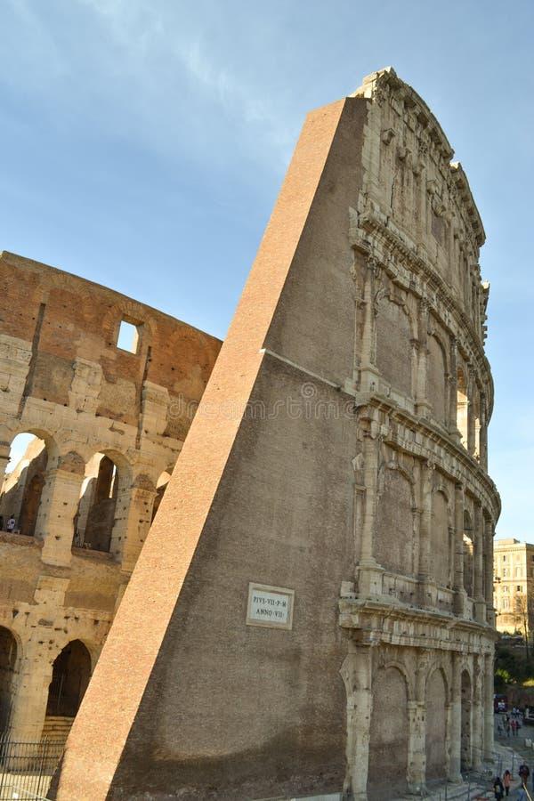 Часть Colosseum стоковые фотографии rf