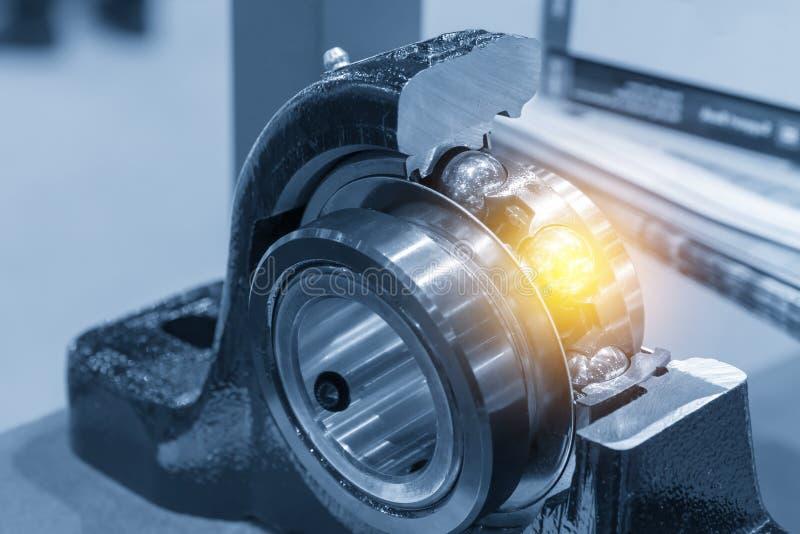 Часть Cutaway подшипника металлического шара стоковое изображение rf