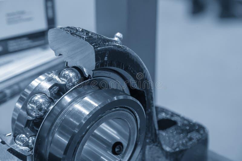 Часть Cutaway подшипника металлического шара стоковые изображения