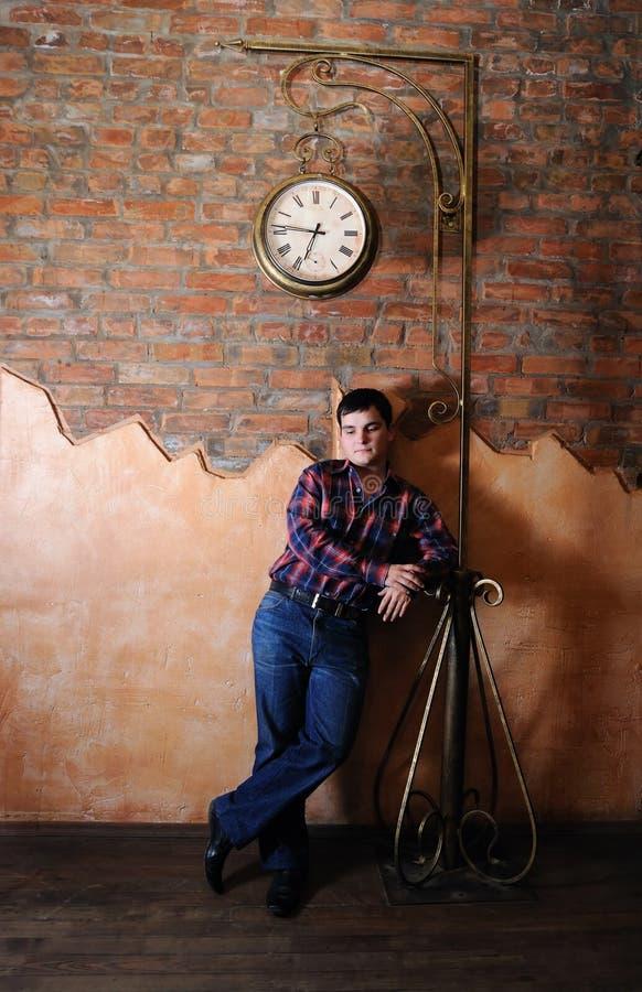 часы ванты вниз стоковые фото