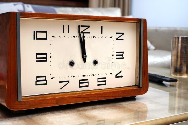 Часы в двенадцать стоковое изображение