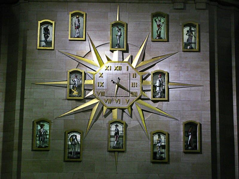 Часы в здании суда стоковые изображения