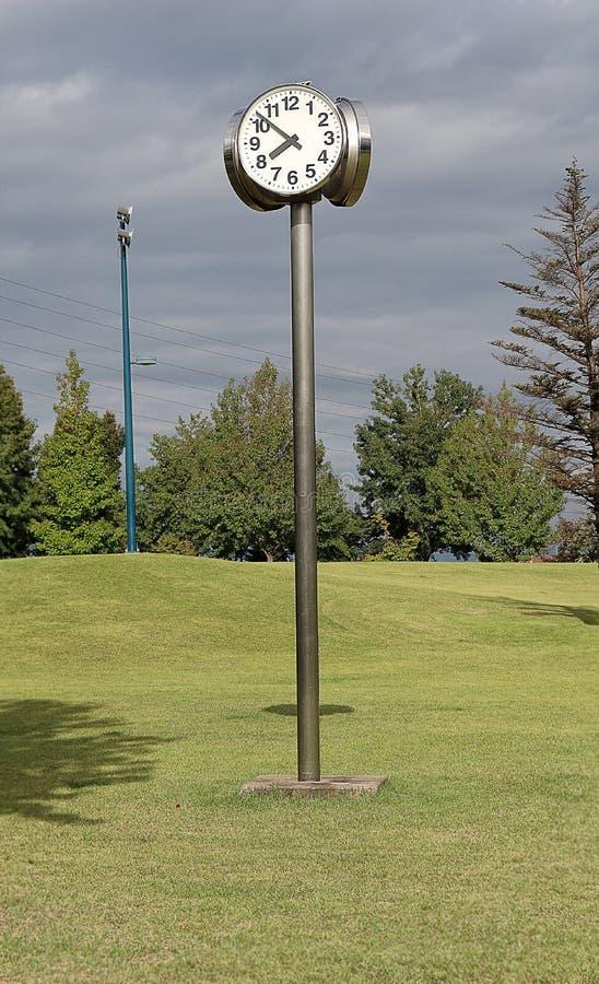 Часы в парке стоковая фотография rf