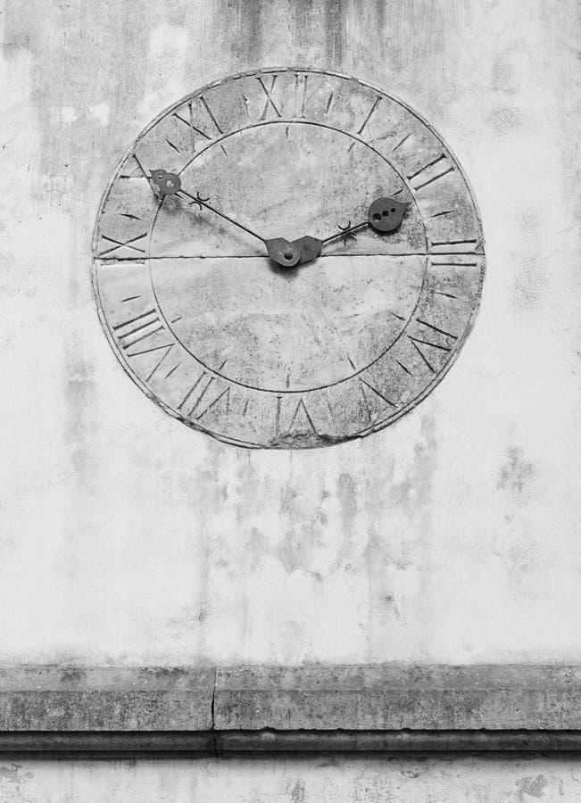 Часы в саде Tropican дворца Monte в Фуншале, острове Мадейры, Португалии стоковое изображение rf