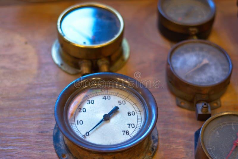 Часы индикатора на панели поезда стоковая фотография