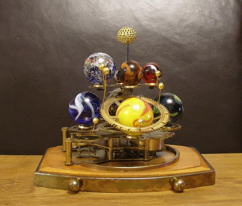 Часы искусства Steampunk Orrery с 8 планетами & Солнцями стоковые изображения