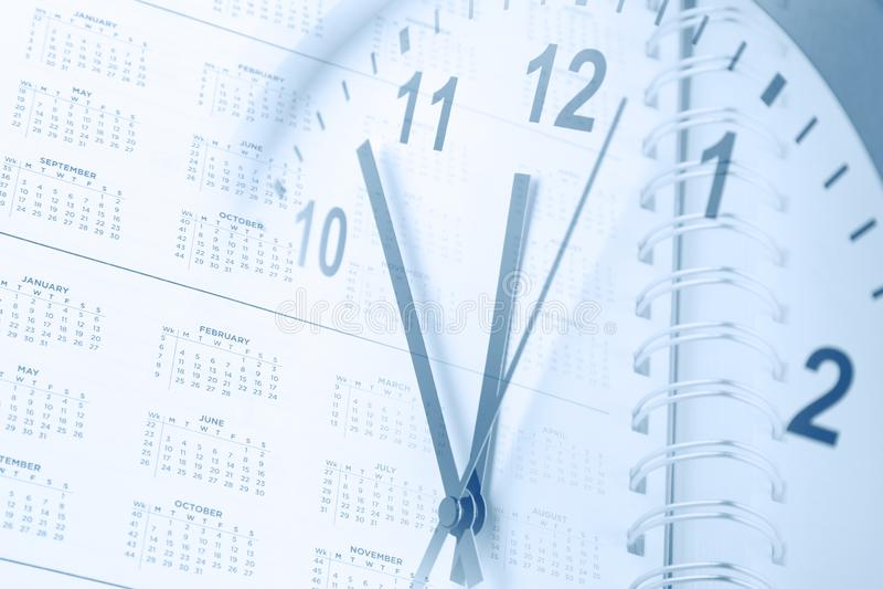 Часы и календарь стоковые изображения