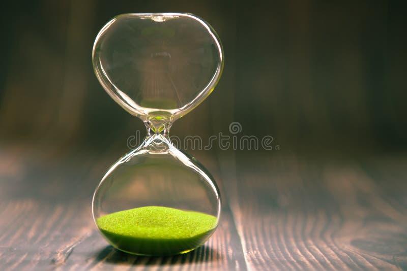 Часы как время проходя концепцию для крайнего срока, срочности и хода дела из времени стоковые изображения rf