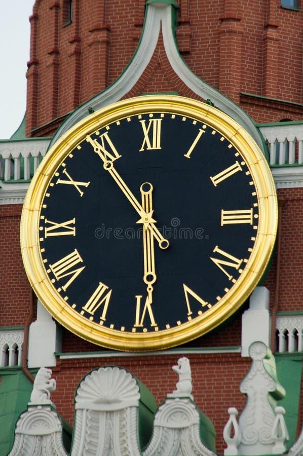 Часы на башне Spasskaya, Кремль Кремля, Москва, Россия стоковая фотография