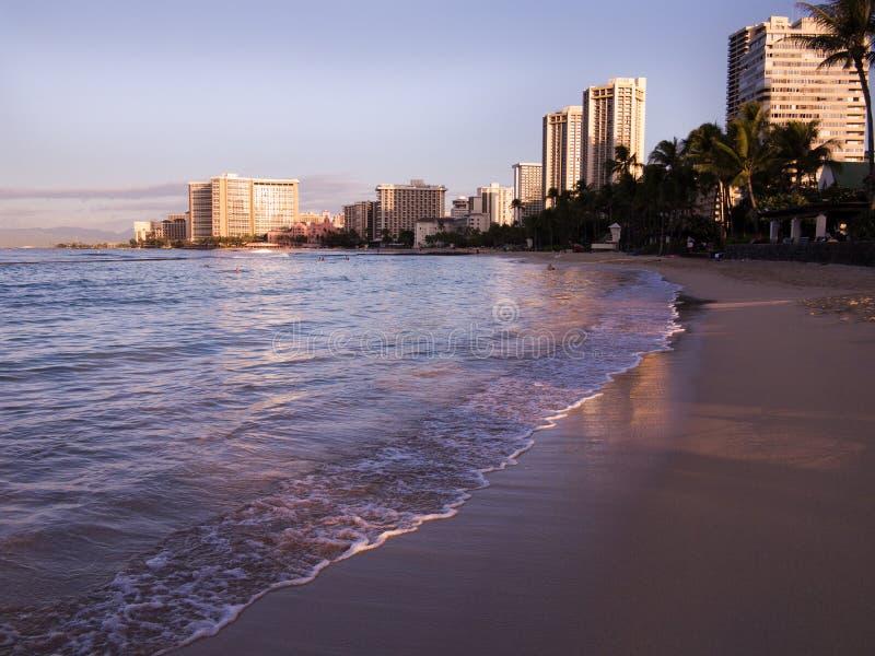 Часы пляжа Waikiki рано утром стоковое изображение rf
