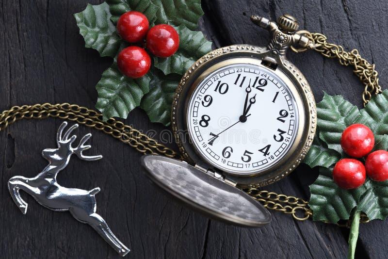 Часы рождества с украшением зимы Новый Год принципиальной схемы счастливое стоковые изображения rf