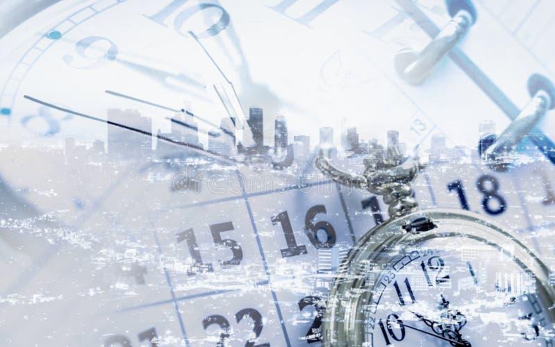 Часы calendar и страницы дневника стоковые изображения
