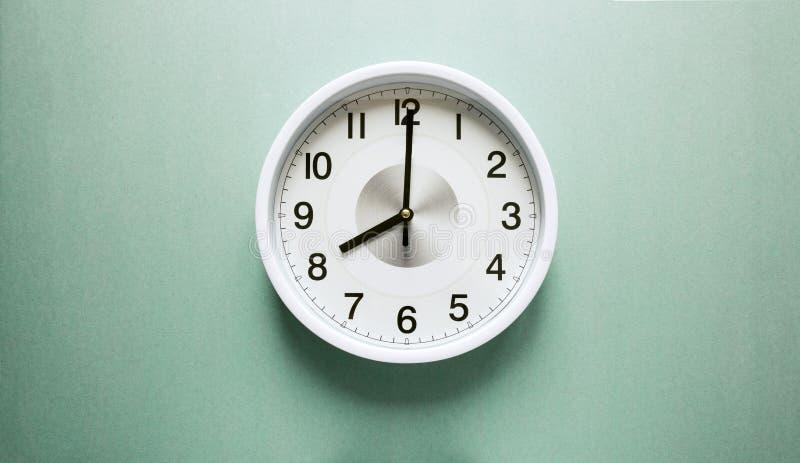 Часы ` 8 o стоковая фотография rf