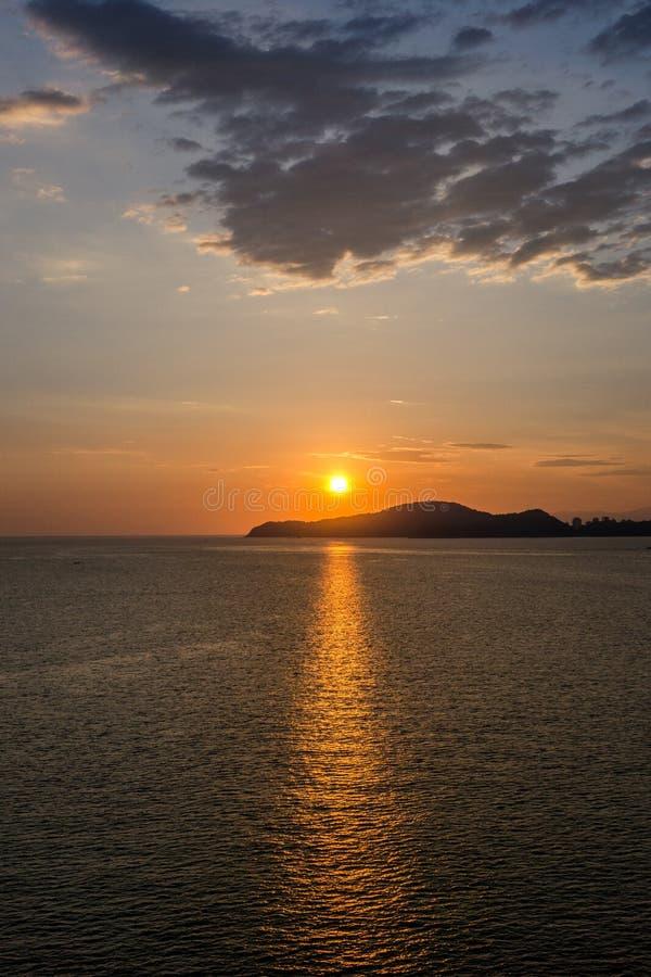 Час захода солнца в Сантосе, Бразилии стоковые фото
