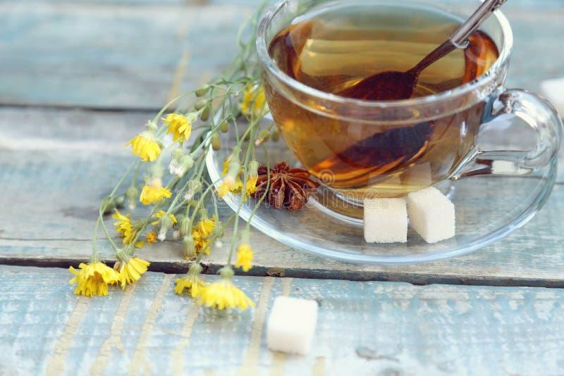 Download Чашек чаю стоковое фото. изображение насчитывающей цвет - 41653322