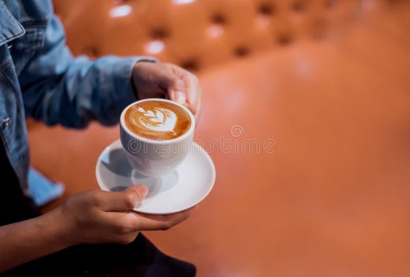 Чашка горячего кофе для напитка утра Новый старт дня стоковое изображение rf