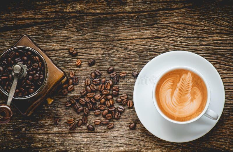 Чашка горячего кофе искусства latte стоковое фото rf