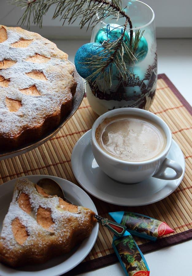 Чашка горячего latte стоковая фотография rf