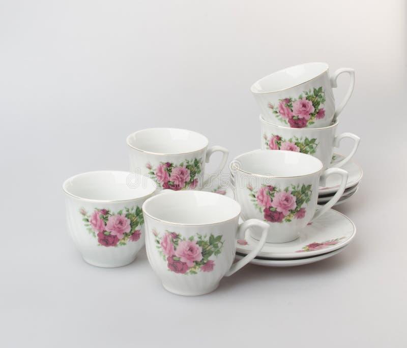 чашка или чашка установленные на предпосылку стоковая фотография