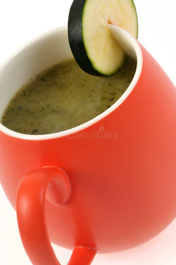 Чашка конца супа цукини вверх стоковые фото