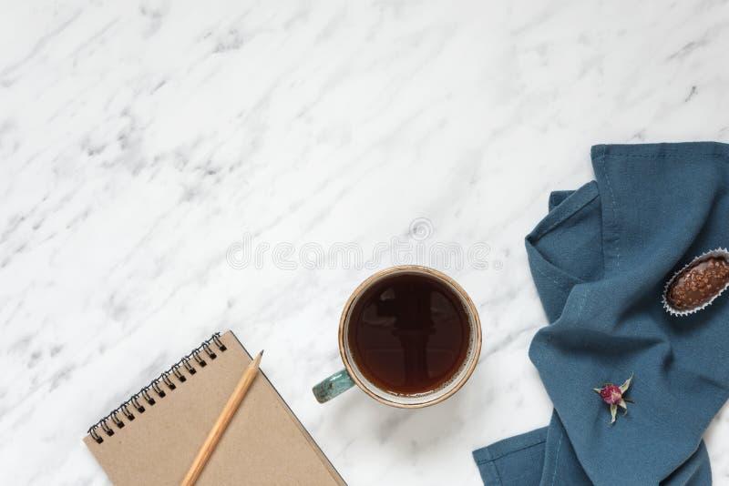 Чашка кофе и тетрадь стоковое изображение rf