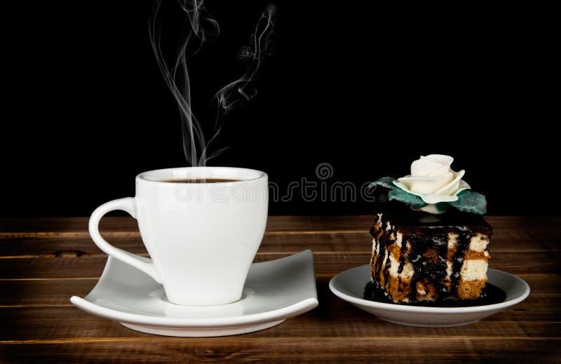Чашка кофе и торт стоковое изображение rf
