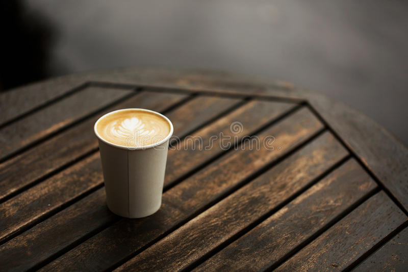 Чашка кофе, который нужно пойти стоковое изображение