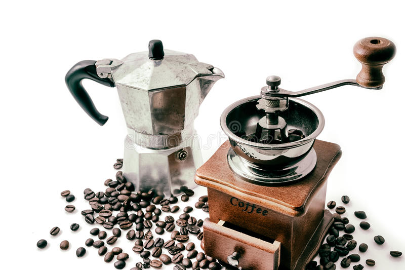 Чашка кофе с кофеваркой на белизне стоковое фото