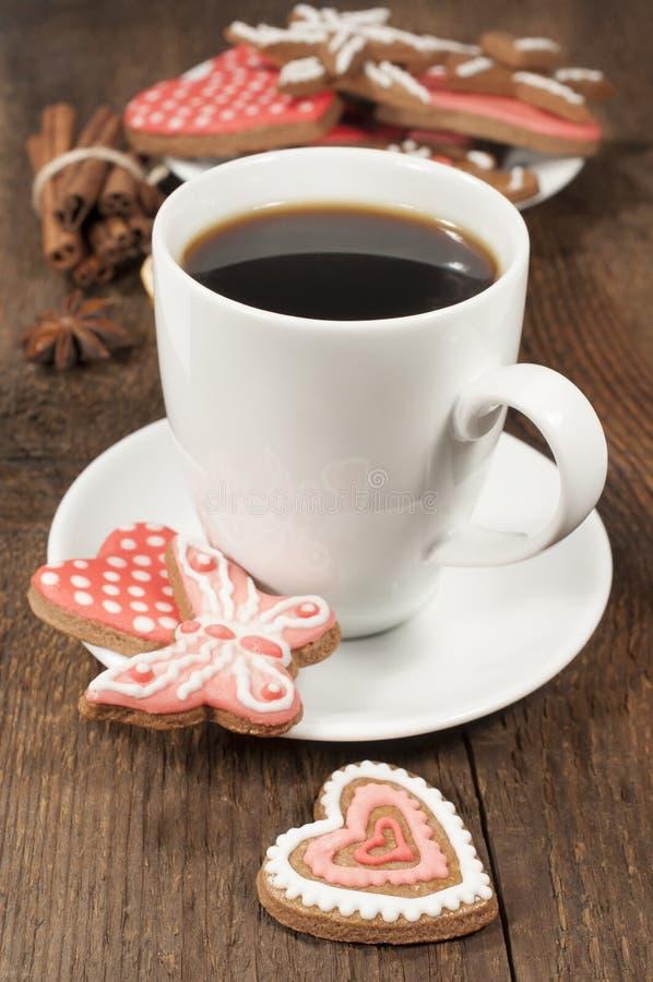 Чашка кофе с домодельными печеньями стоковое изображение