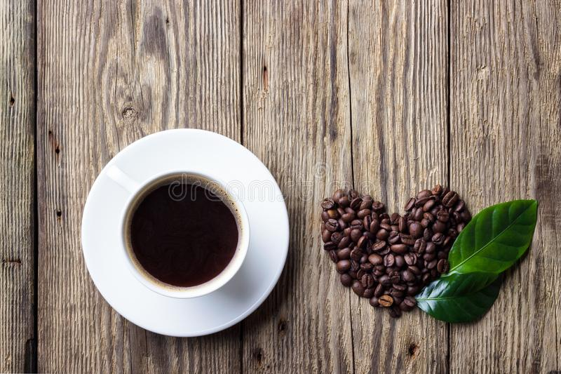 Чашка кофе с символом сердца стоковое фото
