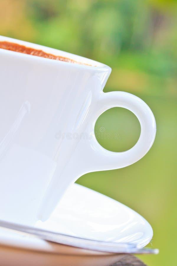 Download Чашка кофе стоковое изображение. изображение насчитывающей цвет - 33739001