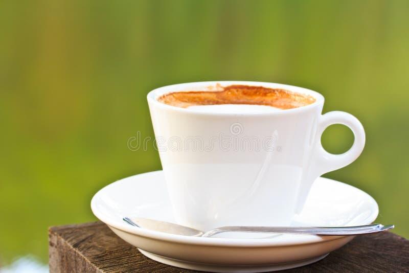 Download Чашка кофе стоковое фото. изображение насчитывающей питье - 33739030