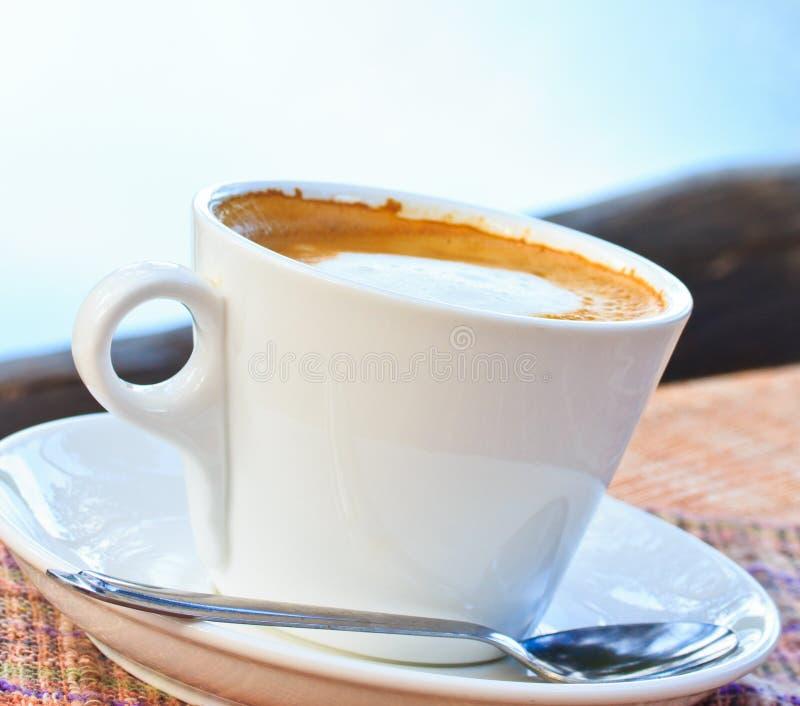 Download Чашка кофе стоковое изображение. изображение насчитывающей espresso - 33739039