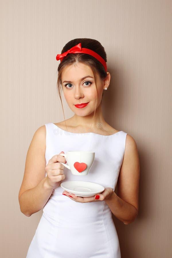 Чашка красного сердца стоковые изображения