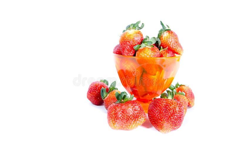 Чашка свежей сладкой бескостной клубники стоковые изображения rf