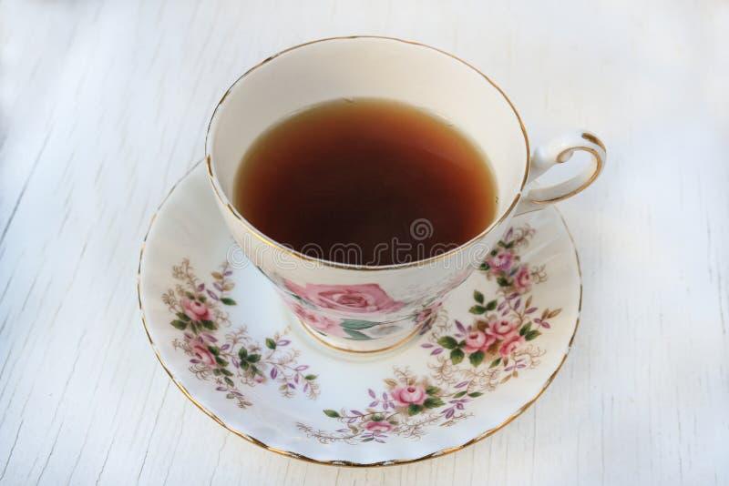 Чашка чаю в розе сделала по образцу чашка и поддонник фарфора стоковое изображение rf