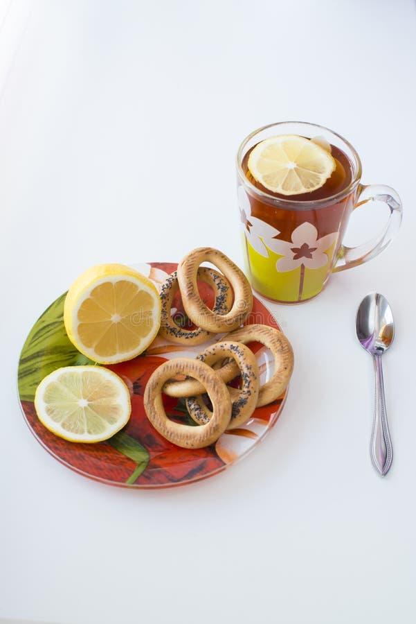 чашка чая и помадок стоковое фото