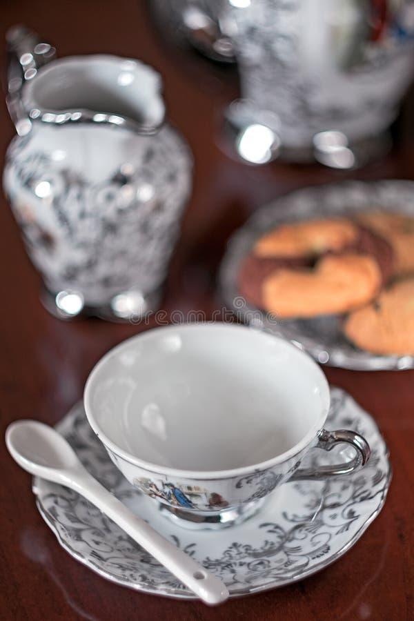 Чашка чая с ложкой стоковая фотография rf