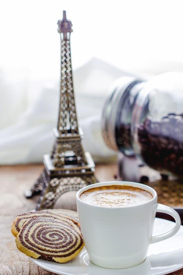 Чашка эспрессо и biscotti стоковое фото