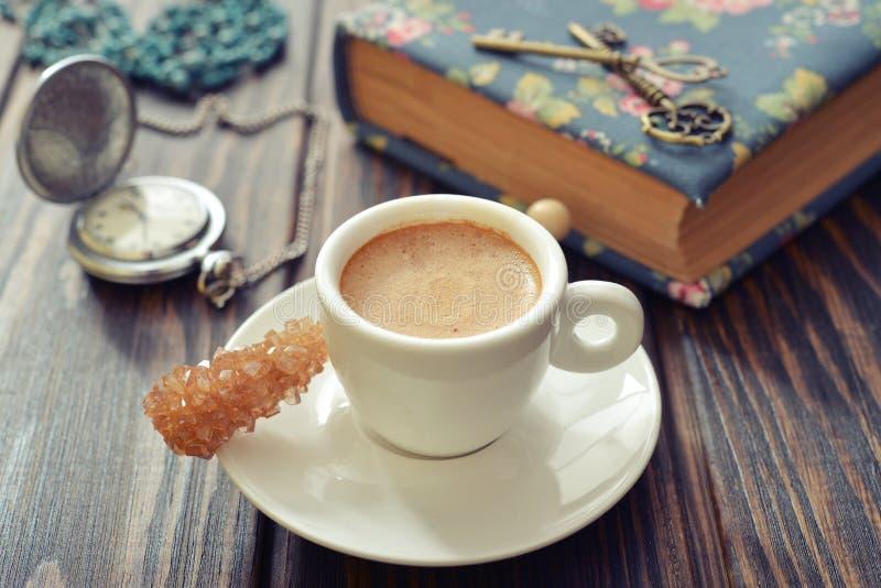 Download Чашка esspresso стоковое фото. изображение насчитывающей конфета - 40588108