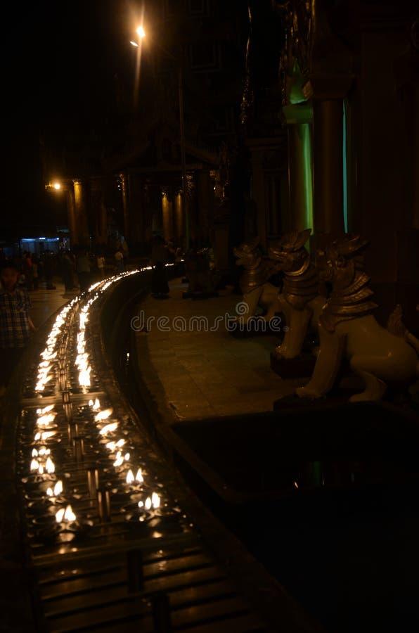 Чашки свечи Pinwheel вокруг пагоды стоковые фото